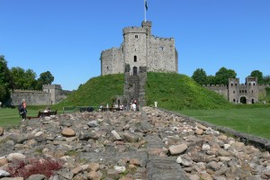 Cardiff_castle_-_Keep_6_Trennmauer